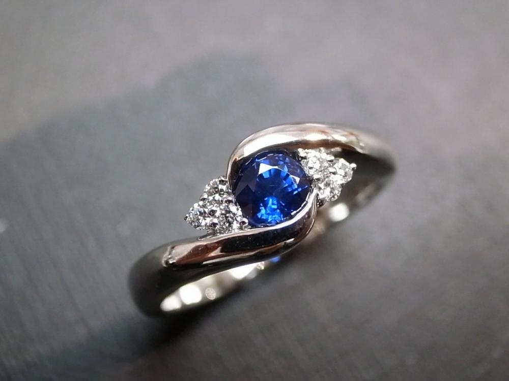 Diamonds Wedding Ring with Blue Sapphire in 14K White Gold